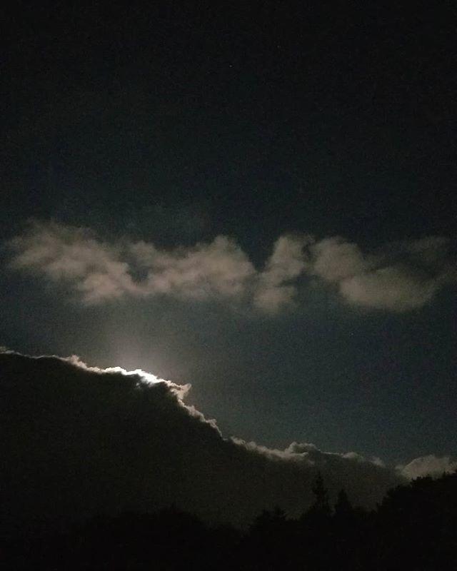 十六夜 16th nights #八ヶ岳の空機嫌 #ひなぎくきつね #countrysideskyjapan #allthebeautifulthings