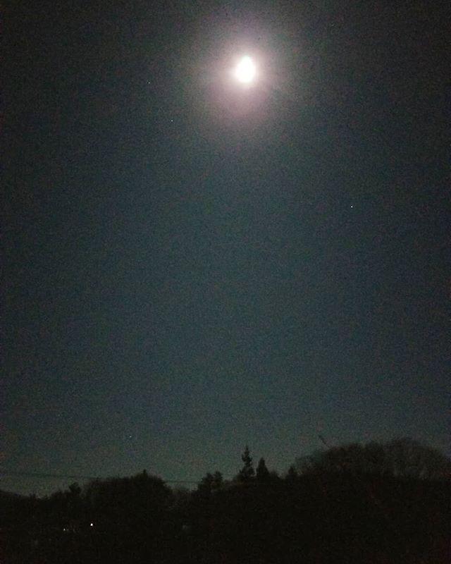 2020年最初の満月 絵本なら読めそうな月明かり #八ヶ岳の空機嫌 #ひなぎくきつね #countrysideskyjapan