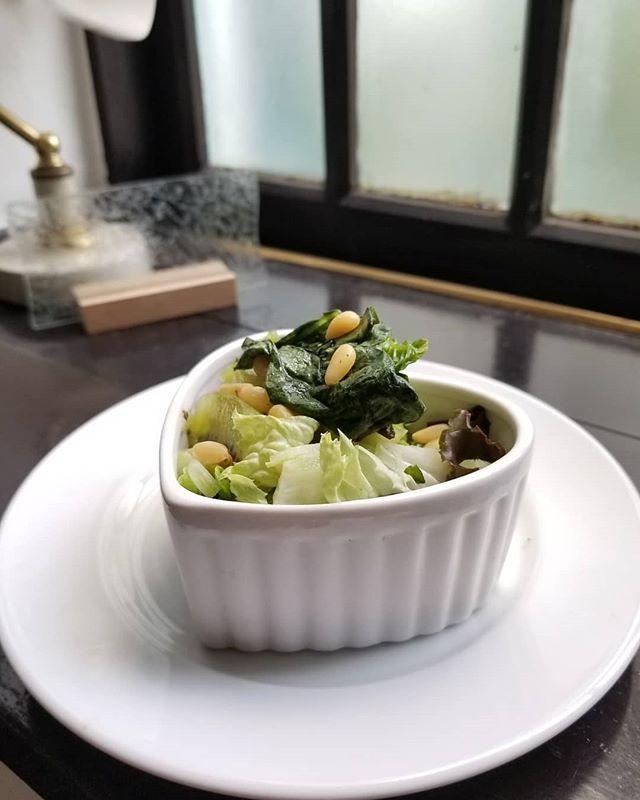 前菜1グリーンサラダ オメガドレッシング #ひなぎくきつね #飯倉片町菓子売り場