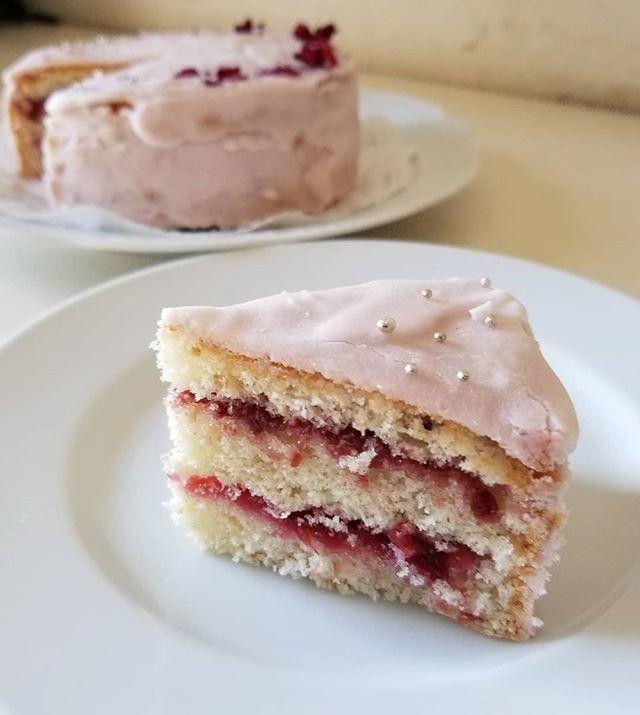 ピンクのケーキ 15cmミドル #八ヶ岳めぐる庭の菓子売り場 #ひなぎくきつね #cakeinpink
